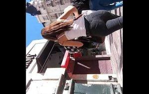 argentina culona subiendo escaleras