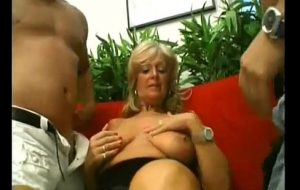veterana es enculada por dos amantes y doble penetracion
