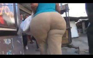 Mega culona con caderas anchas