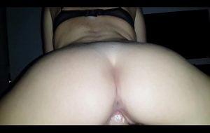 Hermosa cogida mostrando el culo!